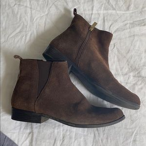 Shoes - Brown bandolino booties